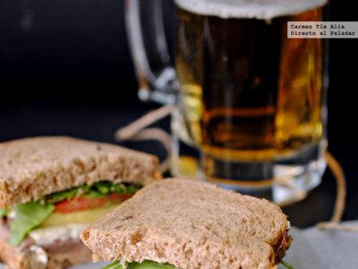Sandwich de ternera marinada, mostaza, rúcula y más. Receta express