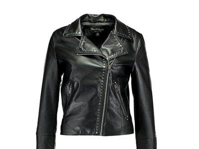50% de descuento en la chaqueta de cuero sintético Studded de Miss Selfridge: ahora 42,45 euros en Zalando
