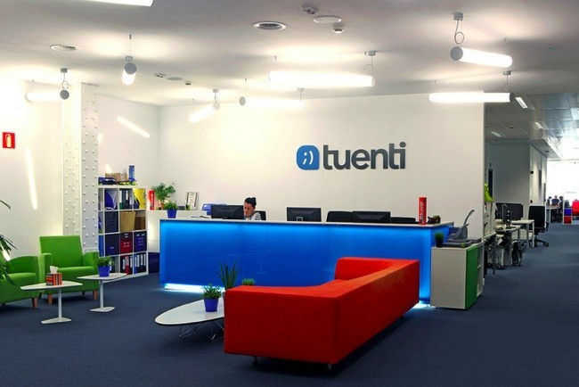 Espacios para trabajar las nuevas oficinas de tuenti en for Oficinas de ing