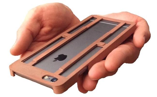 ¿Manos pequeñas y teléfono grande? Esta funda resuelve el problema
