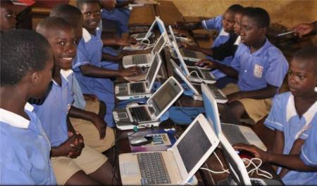 La energía solar, clave para la educación en áreas rurales de Uganda