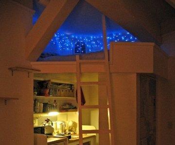 Una buena idea: guirnalda de luces en una litera