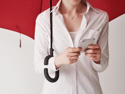 La solución para poder usar el móvil por la calle cuando llueve ya está aquí