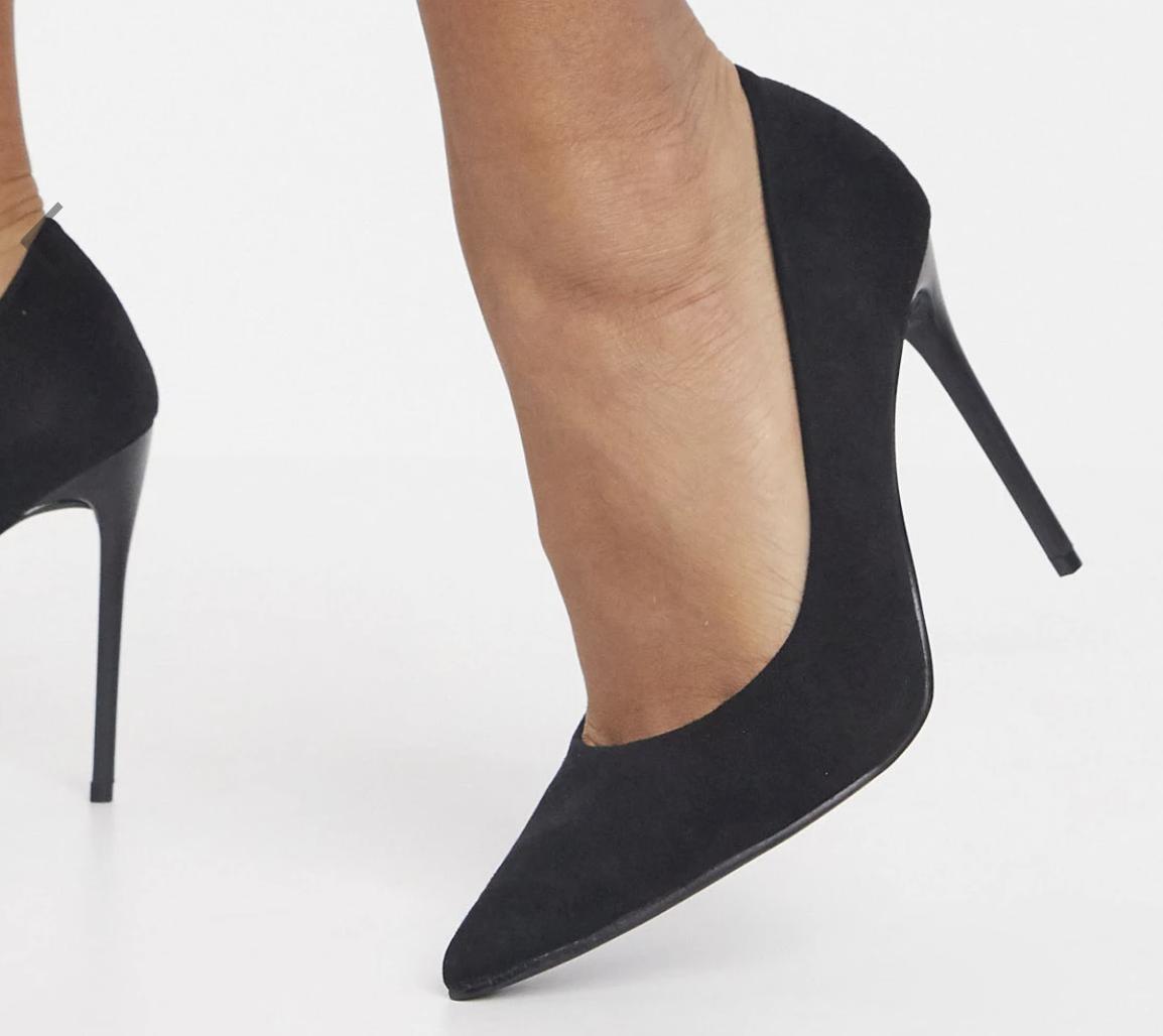 Zapatos de salón negros con tacón de aguja de antelina Stacey de Schuh