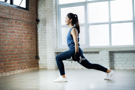 Levantar pesas fortalecería nuestro sistema nervioso además de nuestros músculos