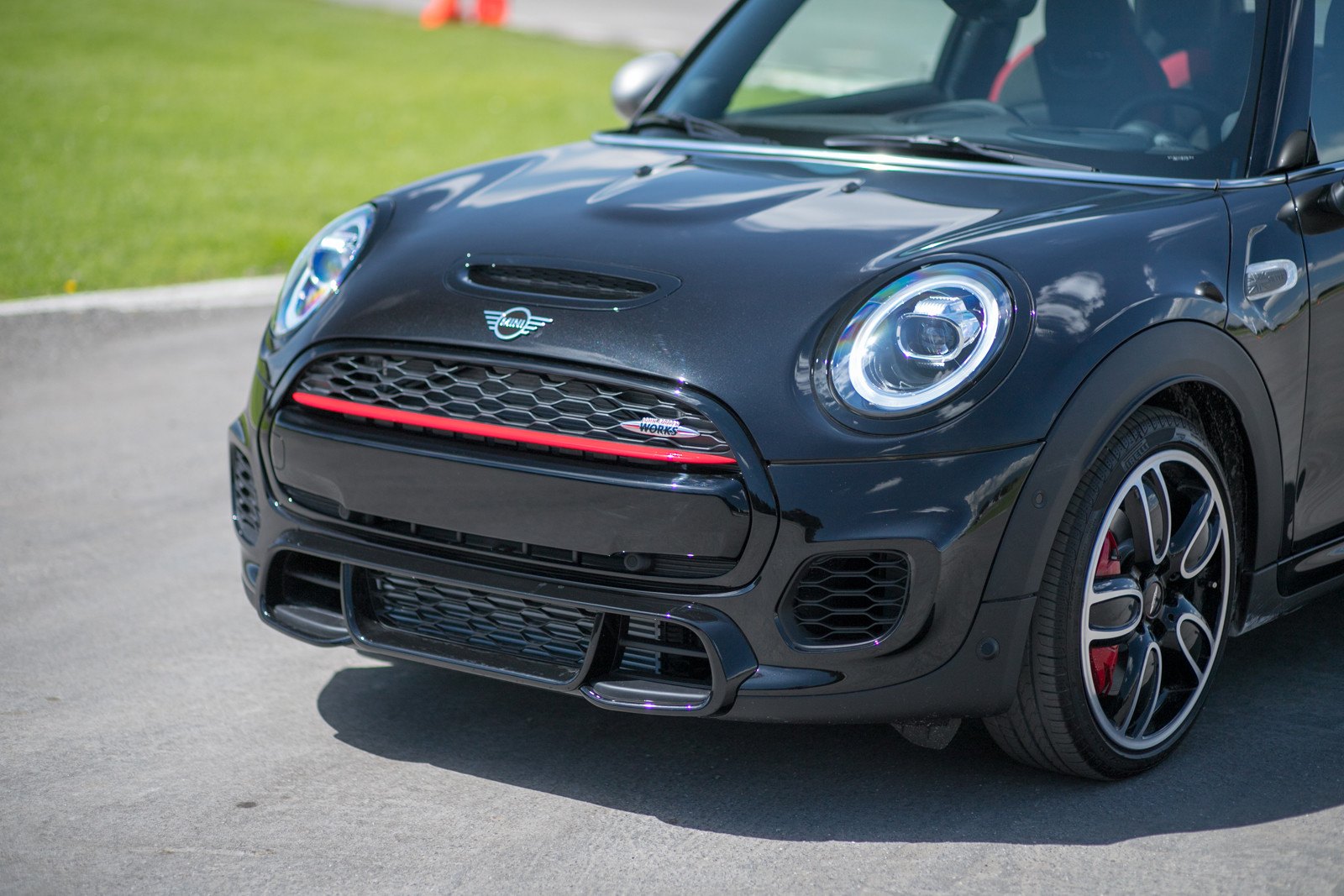 Foto de MINI Yours Customise + JCW Silver Edition (6/16)