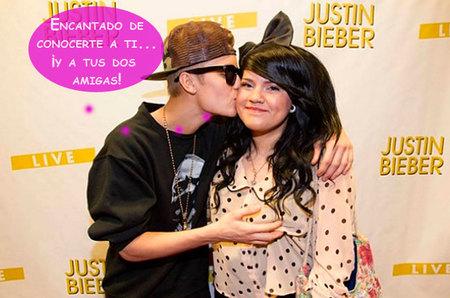 ¿Eres fan de Justin Bieber? Pues él te agarra una teta encantado