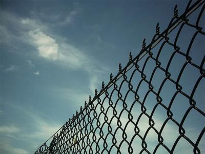 Aprobada la Ley mordaza y la reforma del Código Penal: ¿cómo te afecta y cómo afecta a Internet?