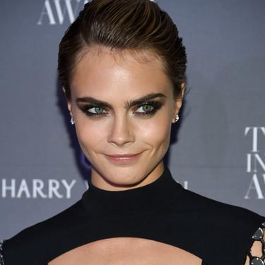 Si no sabes cómo ir a ese evento especial, ficha el 'wet look' de Cara Delevingne