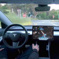 Estos vídeos muestran cómo se portan los Tesla con 'Full Self-Driving': desde decisiones geniales a sustos tremendos