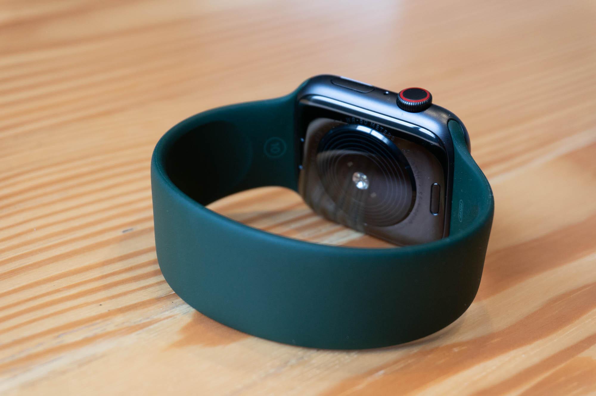 Foto de Apple Watch SE y Solo Loop (12/21)