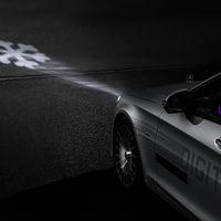 Los nuevos faros de Mercedes-Benz convierten el asfalto en tu cuadro de mensajes
