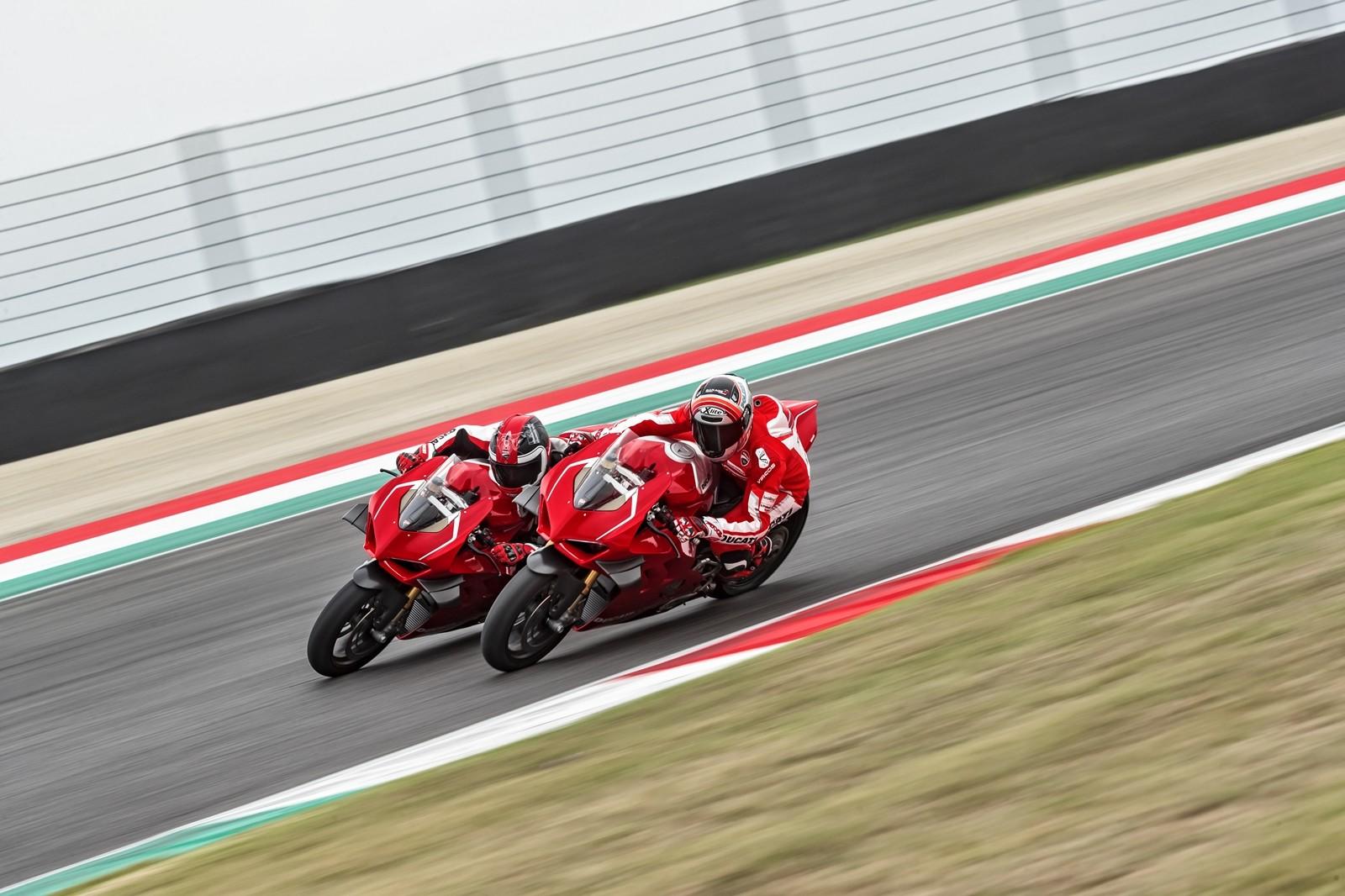 Foto de Ducati Panigale V4 R 2019 (41/87)
