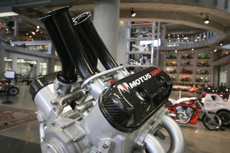 Motus, motor V4 GDI