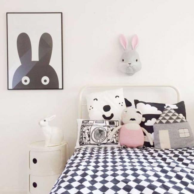 Tendencias para decorar un dormitorio infantil o de beb - Tableau noir et blanc avec touche de couleur ...