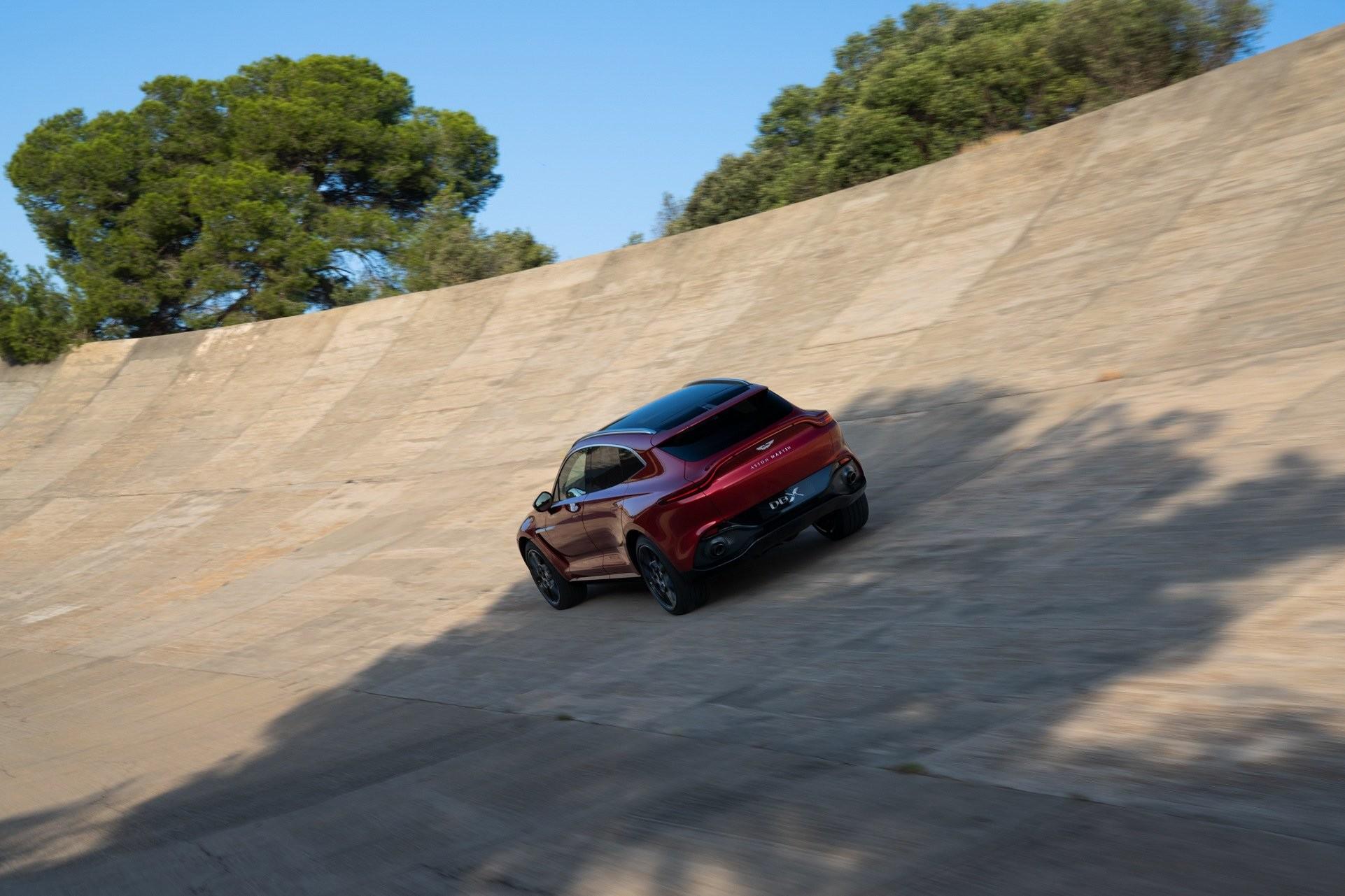 Foto de Aston Martin DBX (19/36)