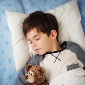 Los niños que duermen bien y se despiertan antes tienen mejor rendimiento escolar