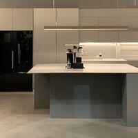 En esta cocina futurista puedes abrir los cajones con la voz y pedirle  al asistente domótico que te dé la sal