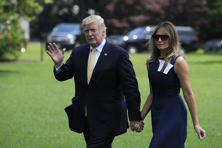 Melania Trump regresa de Japón con la misma marca que lució al irse, eso si, con un vestido mucho más discreto