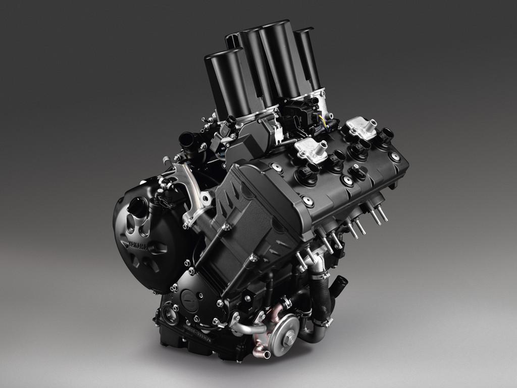 Foto de Yamaha FZ8, el mismo producto con dos enfoques (13/26)
