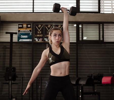 Cinco ejercicios de CrossFit con mancuernas para trabajar todo tu cuerpo