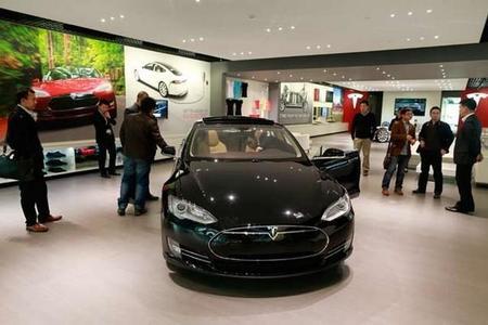 Tesla abre su primera tienda en China