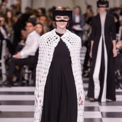 Foto 36 de 74 de la galería dior-alta-costura-maria-grazia-chiuri-y-su-magico-desfile-en-blanco-y-negro-primavera-verano-2018 en Trendencias