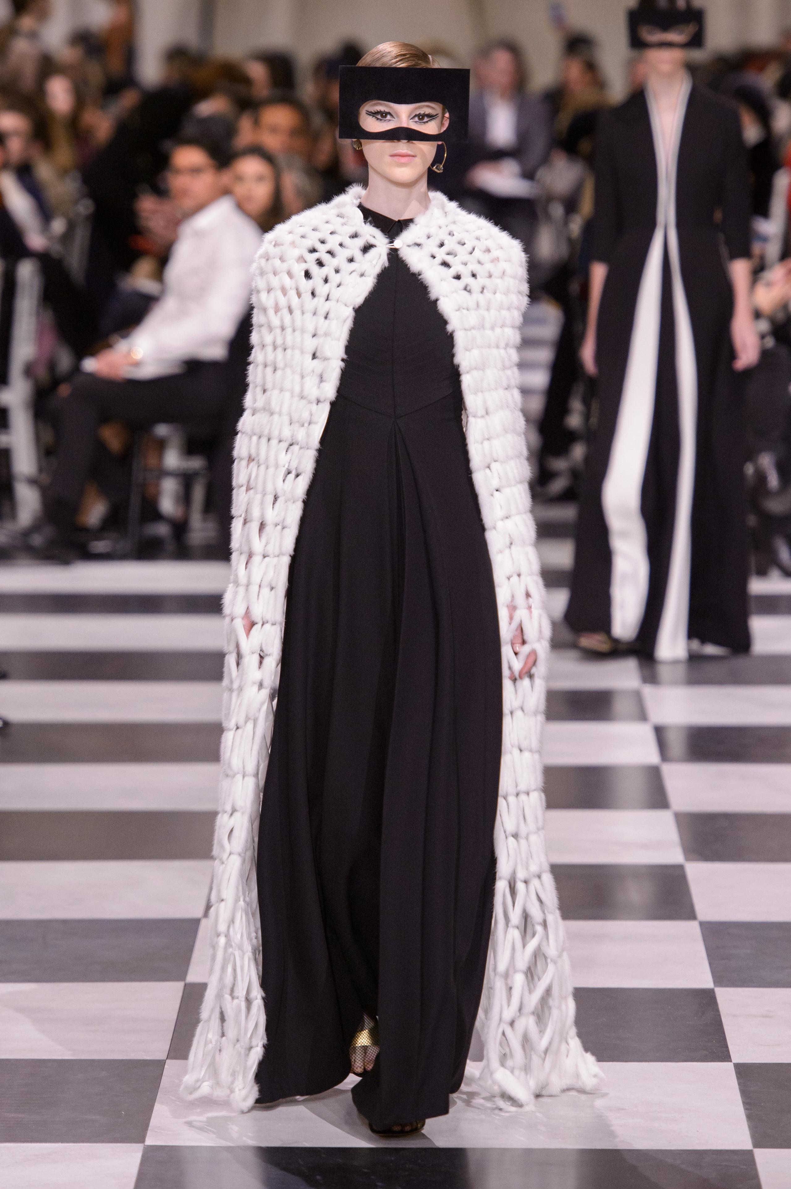 Foto de Dior Alta Costura: Maria Grazia Chiuri y su mágico desfile en blanco y negro Primavera-Verano 2018 (36/74)
