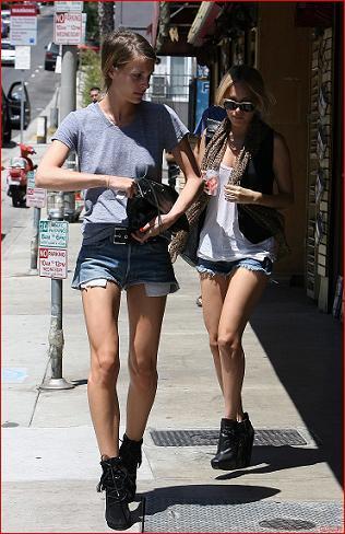 Nicole Richie y compañía, o de cómo llevar unos shorts tejanos