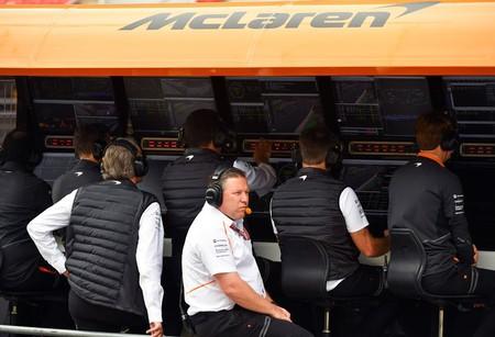 Zak Brown busca equipo en la Indycar para McLaren y un comodín para retener a Fernando Alonso