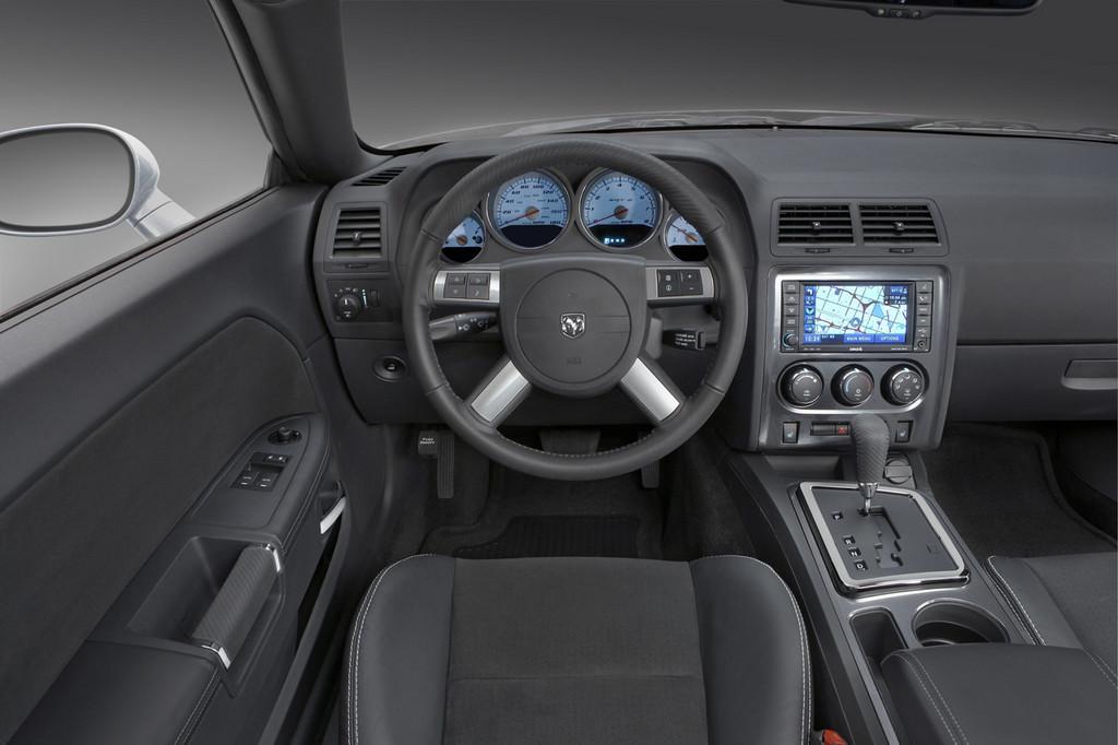 Foto de Dodge Challenger R/T (33/37)
