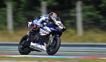 Marco Melandri renueva con Yamaha