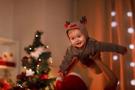 Su primera Navidad comiendo en la mesa: consejos para disfrutar en familia