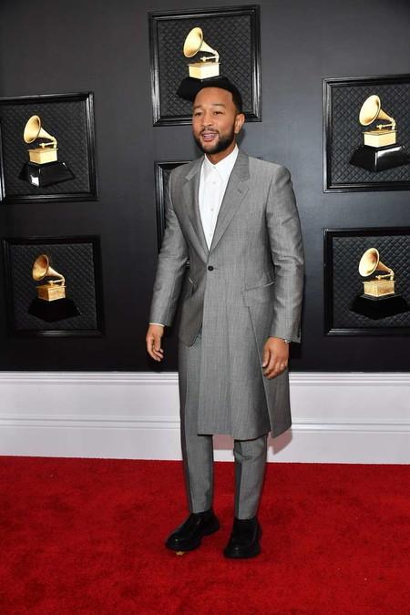 Entre Blazer Abrigo Y Falda El Look De John Legend Para Los Premios Grammy 02