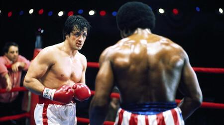 """""""Rocky se dejaba ganar al final"""". Sylvester Stallone explica que el guion original de la mítica película de boxeo era mucho más oscuro"""