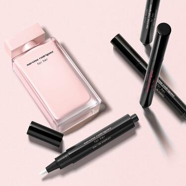 Nuestros perfumes favoritos de Narciso Rodríguez se lanzan en formato lápiz y ya los llevamos a todas partes en nuestro bolso