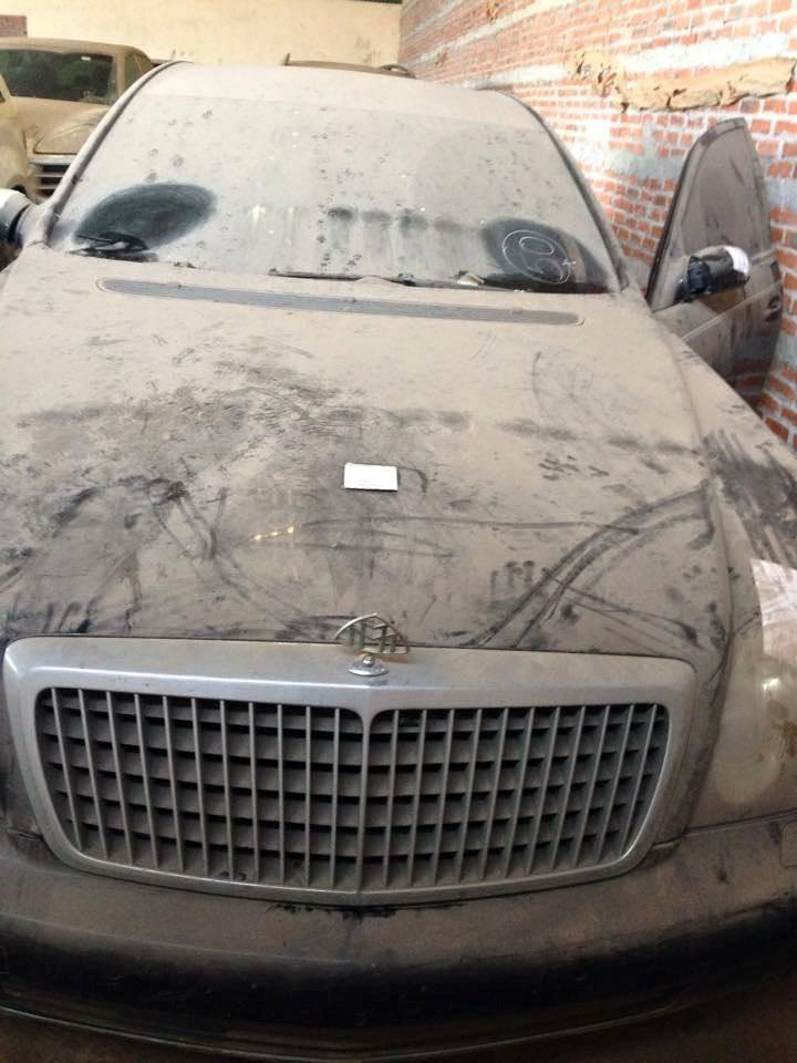 Foto de 144 coches de lujo acumulan polvo en Vietnam (4/19)
