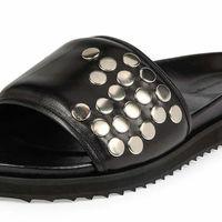 Sandalia slide con detalles metálicos de Alexander McQueen