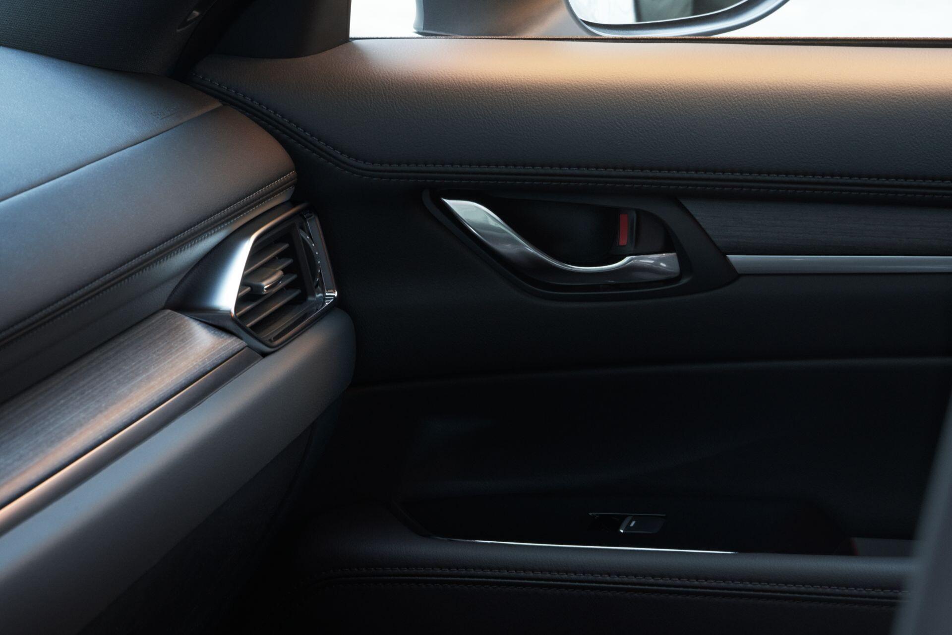 Foto de Mazda CX-5 2022 (28/29)