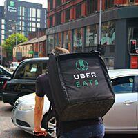 Dara Khosrowshahi, CEO de Uber, asegura que la compañía estudiará involucrarse en la entrega de cannabis en Estados Unidos