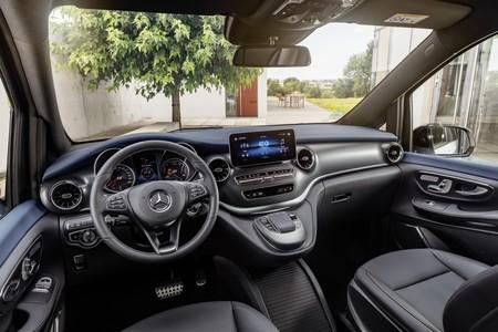 Mercedes Benz Eqv 17