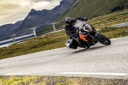 Ktm 1290 Super Adventure S Action 01