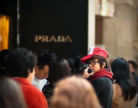 Aumentar las ventas, el objetivo de Prada siguiendo la estrategia de Apple