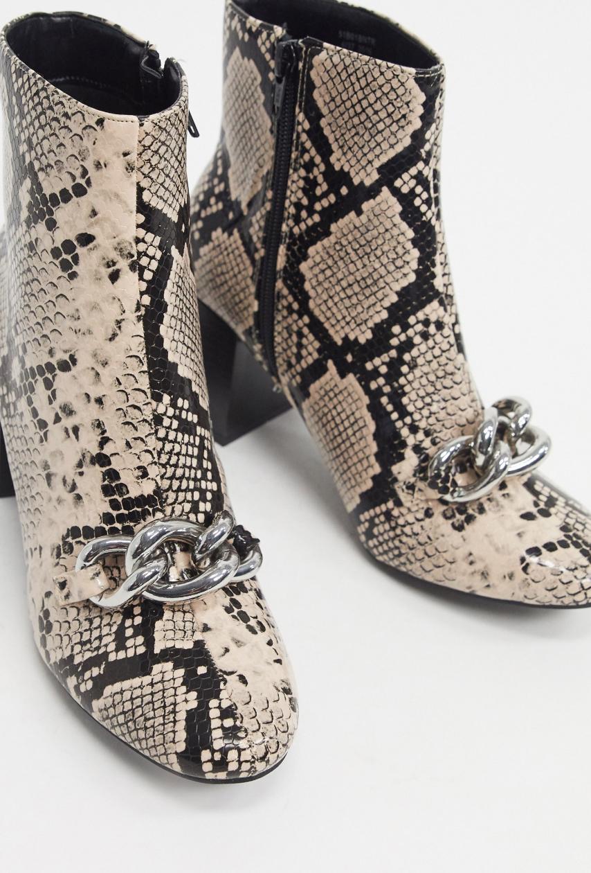 Botines con diseño de serpiente y detalle de cadena de Miss Selfridge