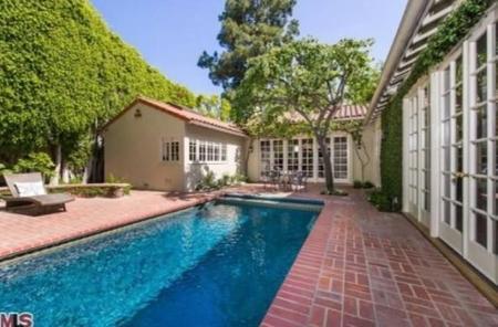 No llegamos a tiempo para comprar, pero sí para ver la ex casa de Jodie Foster en Hollywood Hills