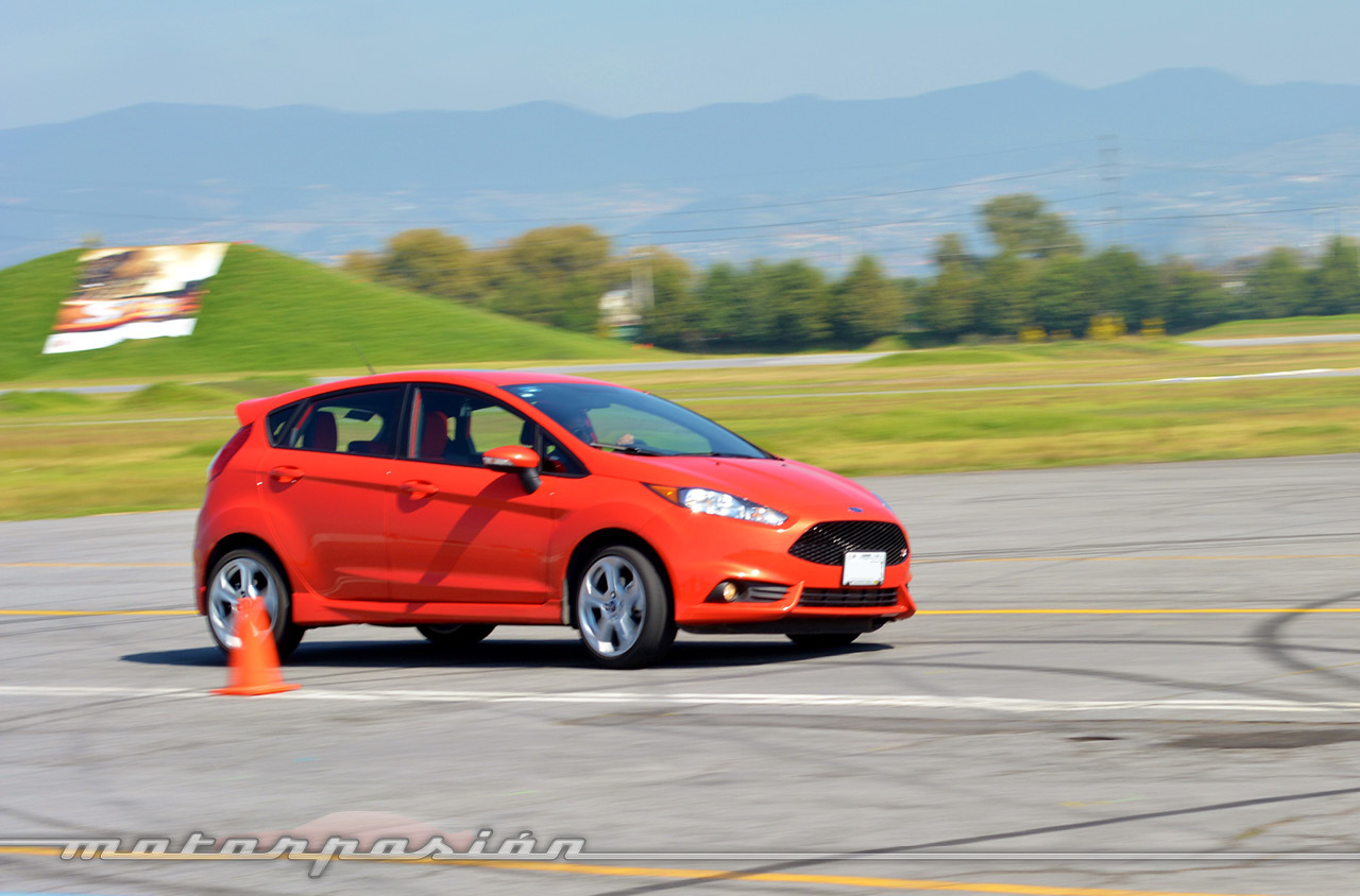 Contacto Ford Fiesta St 7 10