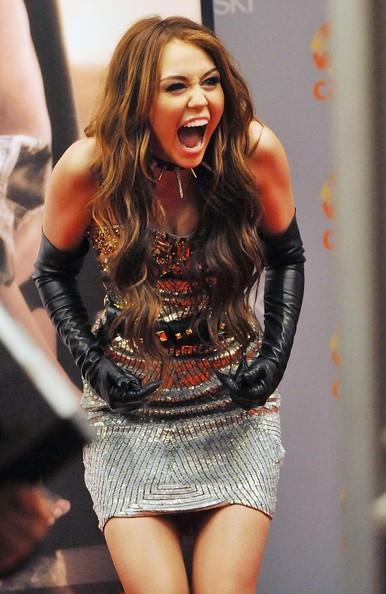Foto de Miley Cyrus y Kim Cattrall en Sexo en Nueva York 2: looks de la pesadilla convertida en realidad (8/9)