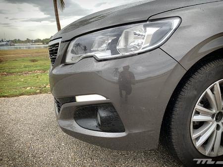 Peugeot 301 Prueba luces diurnas LED