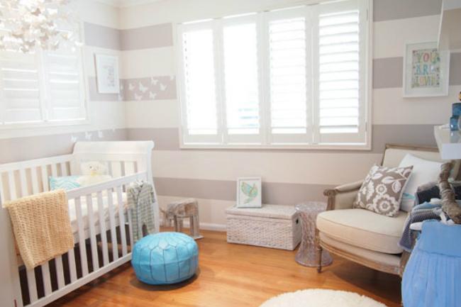 Puertas abiertas un cuarto de beb en gris for Habitacion bebe rayas