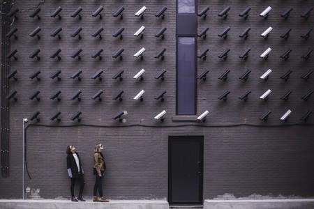 """Un 62,5 % de los internautas españoles se siente """"muy"""" o """"bastante vigilado"""" en internet según el estudio Navegantes en la Red"""